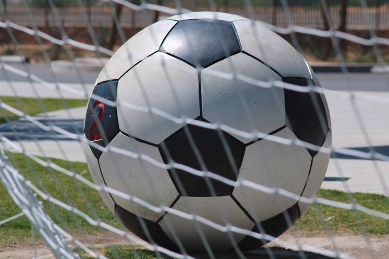 Fuji-X-E2-Fujinon-200mm-F4.5-SLR-Lens-Fotodiox-Adapter-Soccer-Ball-1