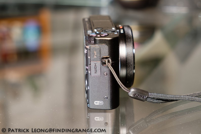 sony-rx100-v-review-battery-compartment-door