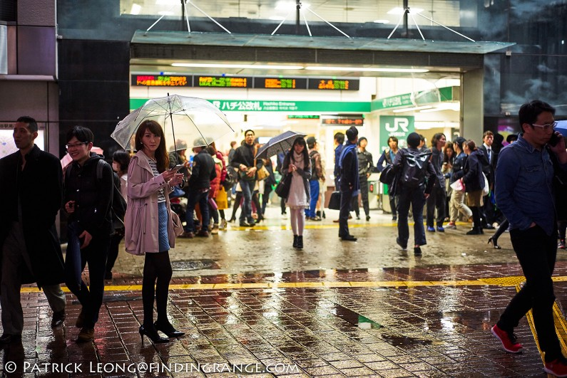 Leica-M-240-21mm-Summilux-M-f1.4-ASPH-Candid-Street-Photography-Shibuya-Night-Tokyo-Japan